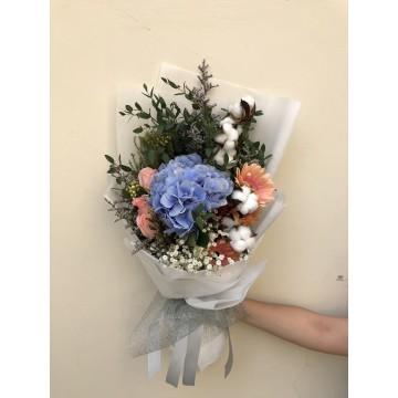 Crystal Coral | Floral Bouquet